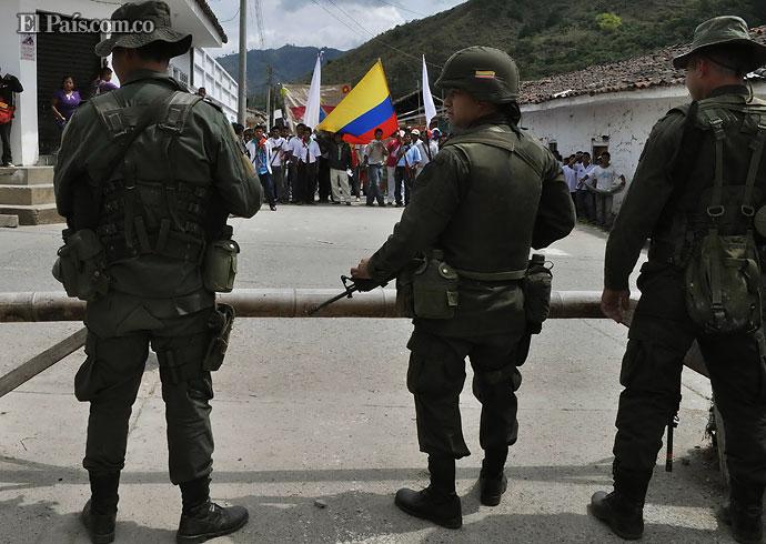 Descubren explosivos cerca donde aterrizaría el presidente Santos en Toribío, Cauca