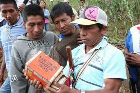 Indígenas entregaron la caja negra al Defensor Nacional del Pueblo