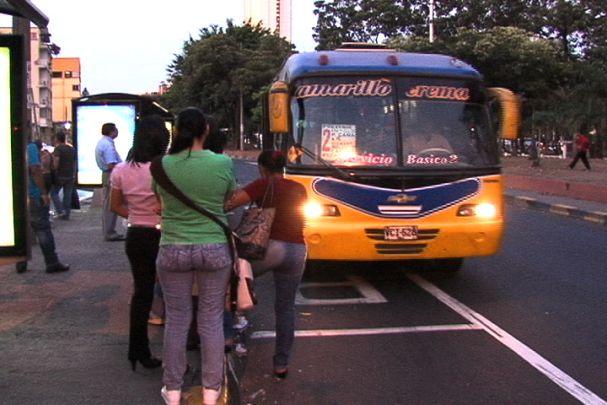 Adiós a los buses urbanos de colores
