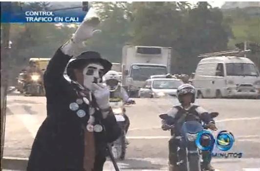 Chaplin controla el tráfico