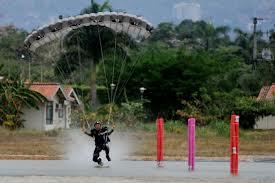 Exihibición de paracaidismo en la Base Aérea de Cali
