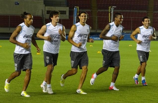 Uruguay se prepara en Panamá para el juego ante Colombia