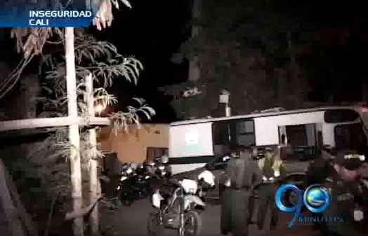 Delincuentes atacan retén policial