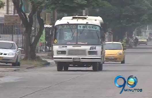 Buses Blanco y Negro continúan rodando por las calles de Cali