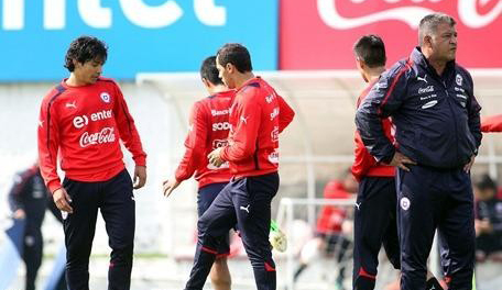 Borghi ya tendría listo el once chileno ante Colombia