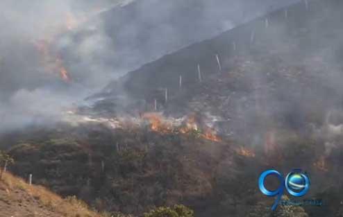 Minería e invasiones ilegales, la causa de los incendios, según CVC