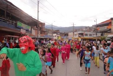 Un carnaval de 'Diablitos' contagió de alegría a Cali