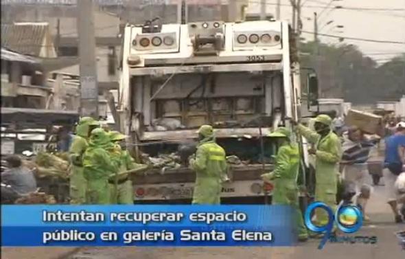 Operativo para recuperar espacio público en la Galería Santa Elena