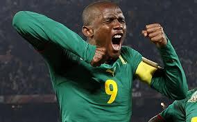 A Samuel Eto'o lo bajaron del avión para el juego amistoso ante Colombia