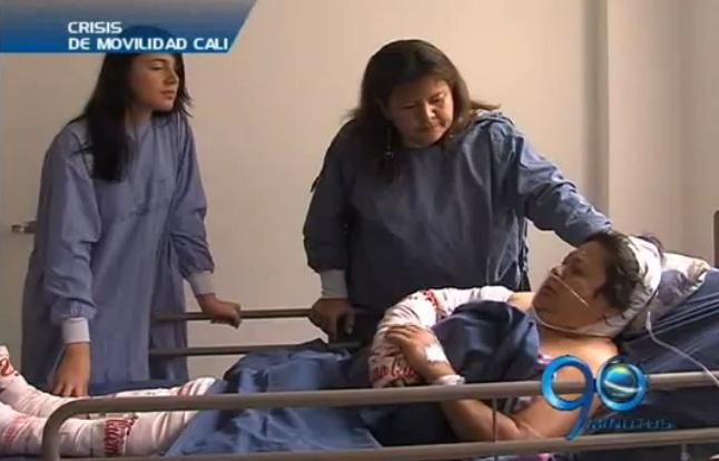 Mujer mayor, grave por bomba incendiaria lanzada al Mio
