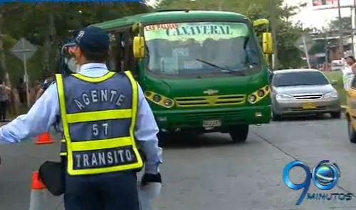 Tránsito ´cazó´ 33 buses rodando ilegalmente en Cali