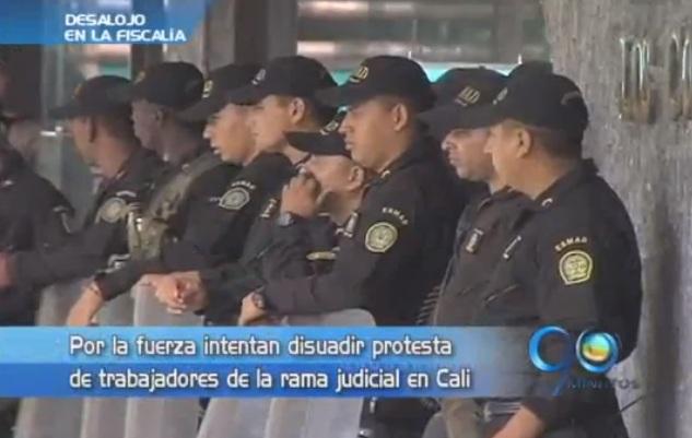 El Esmad desalojó a protestantes de la FIscalía al sur de Cali