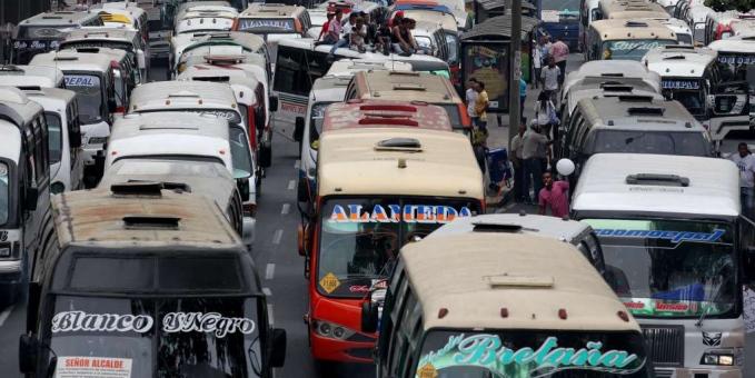 Aplazan salida de buses tradicionales de las calles de Cali