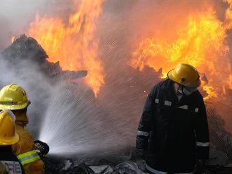 Fuerte incendio en fábrica de velas en Timbío, Cauca