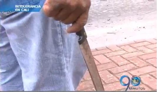 Por mil pesos, taxista agredió con un machete a una mujer