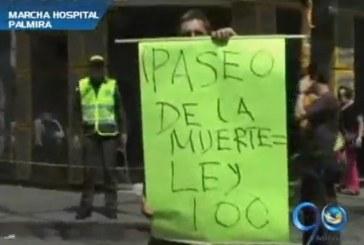 Empleados de un hospital de Palmira, protestan por falta de pagos