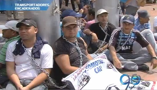 Transportadores cumplen 24 horas en huelga de hambre