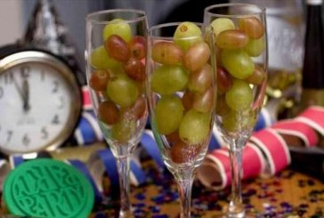 Maletas, uvas y lentejas son tradiciones para año nuevo