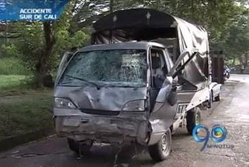 Camión que transportaba químicos se accidentó al sur de Cali