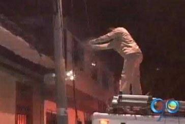Ladrones dejan al descubierto cables de energía en el centro de Cali