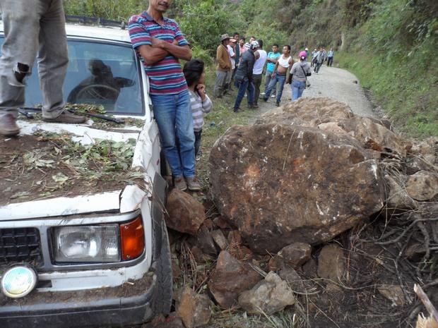 Emergencia por derrumbe en la vía que comunica al Huila con Caquetá