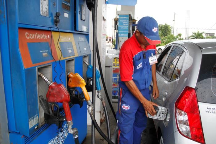 La gasolina bajó 200 pesos en todo el territorio colombiano