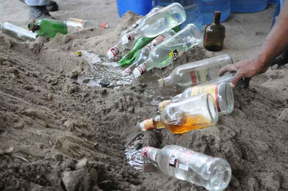 Derraman 600 litros de licor en la antigua licorera
