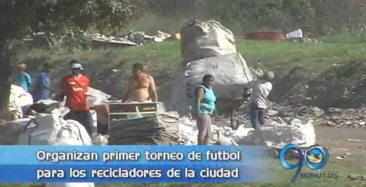 Organizan primer torneo de fútbol para los recicladores de la ciudad