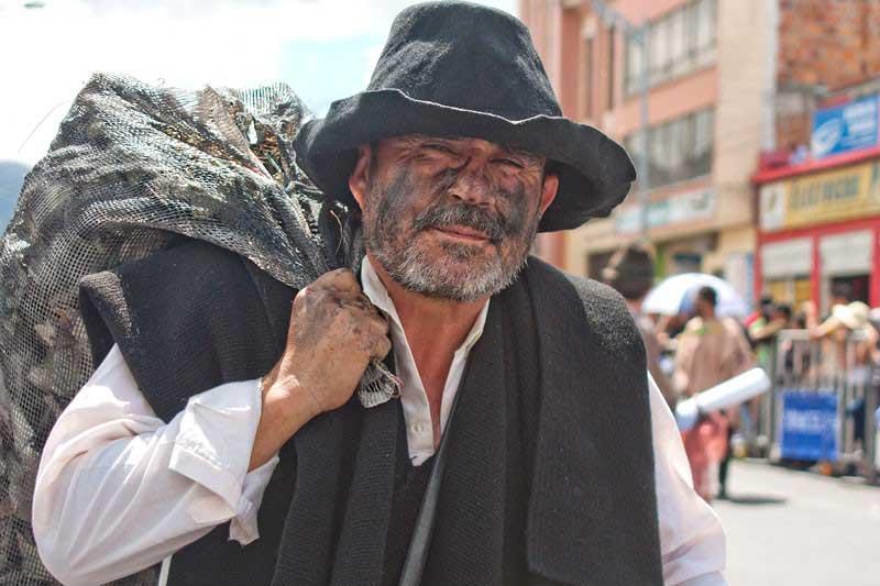 Desfile de Colonias abrió el 'Carnaval Blancos y Negros'