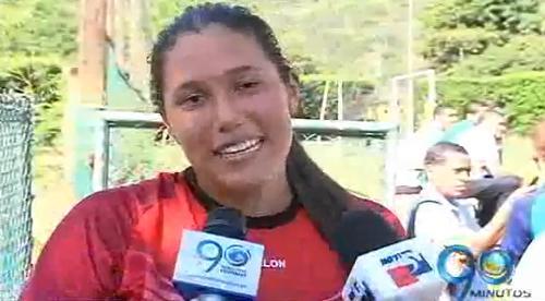 Óscar Córdoba debuta como entrenador de arqueros con su hija