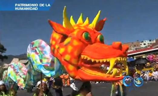 Continúa la alegría en el Carnaval de Negros y Blancos .