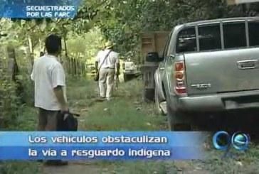 Vehículos usados en secuestro de policías bloquean vía en Florida, Valle
