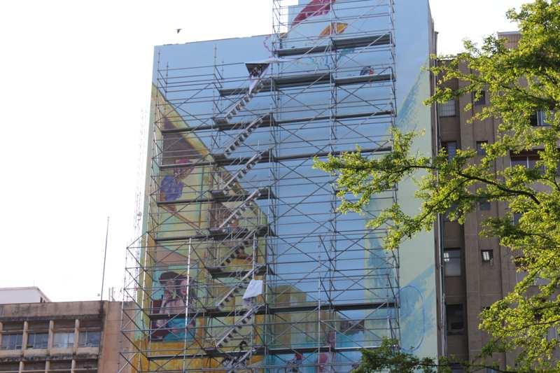 Mural de 34 metros de altura embellece al centro de Cali
