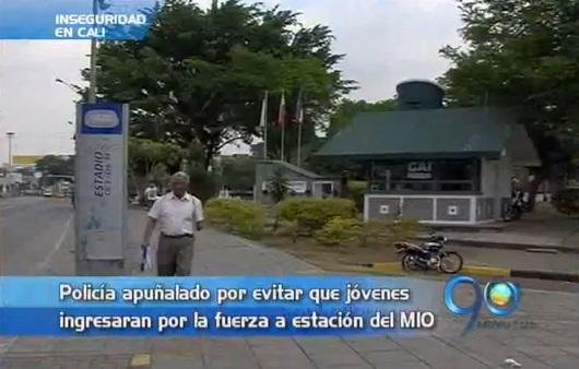 Policía herido por personas que se colarían a estación del MIO