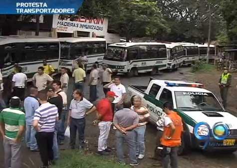 Transportadores de Coomoepal bloquearon vía al sur de Cali