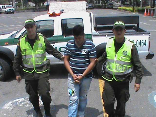 Policía del Valle captura a tres presuntos miembros de 'Los Rastrojos'