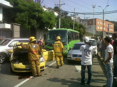 Seis  heridos dejó choque de un Bus del MÍO con cinco carros