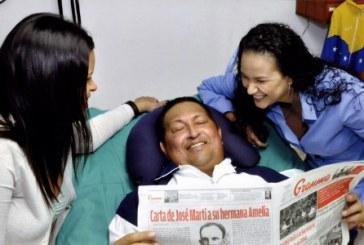 Venezuela muestra fotos de Chávez en su recuperación