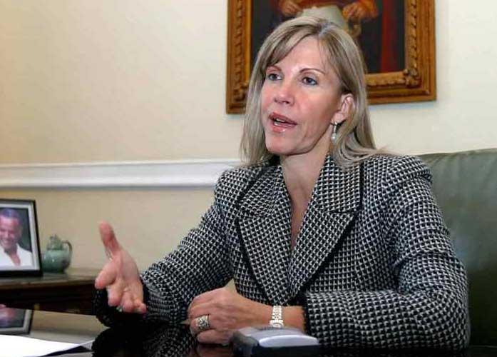 Sorpresiva renuncia de Dilian Francisca Toro a su curul en el Congreso