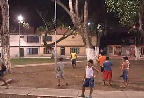 Alcalde entrega parques con luz blanca para los caleños