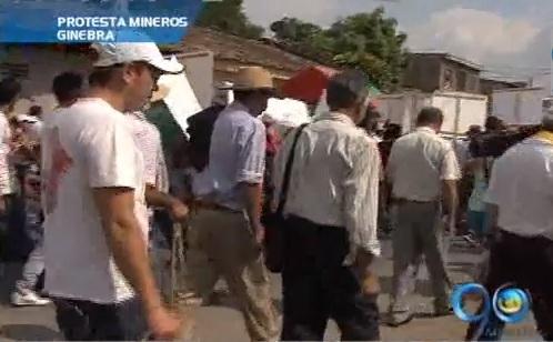 Campesinos de Ginebra protestaron por sus terrenos