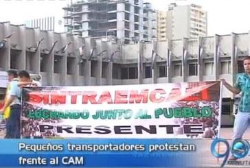 Pequeños transportadores protestan frente al CAM