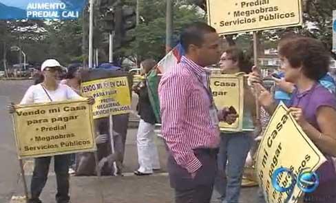 Siguen protestas de caleños por alza del impuesto predial