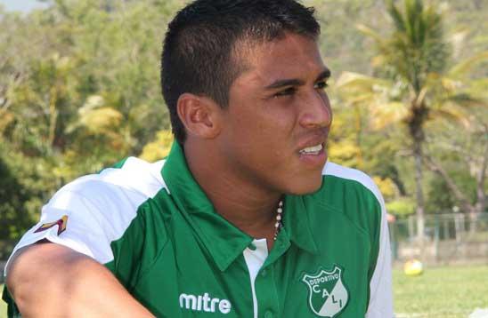 El delantero 'Azucarero' César Amaya sufrió una lesión en la rodilla