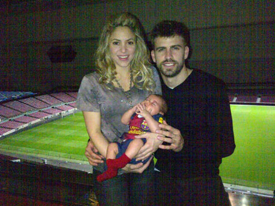 Piqué publicó foto familiar con Shakira y su hijo