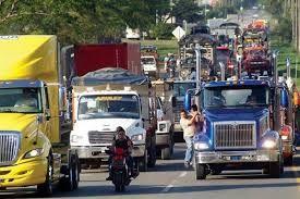 Camioneros continúan bloqueos ante el anuncio de levantar del paro