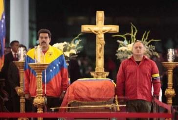 """""""Será bastante difícil embalsamar a Chávez"""":  Maduro"""