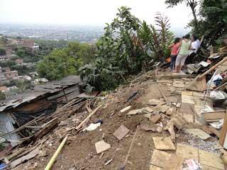 Tres casas afectadas por creciente del río Meléndez