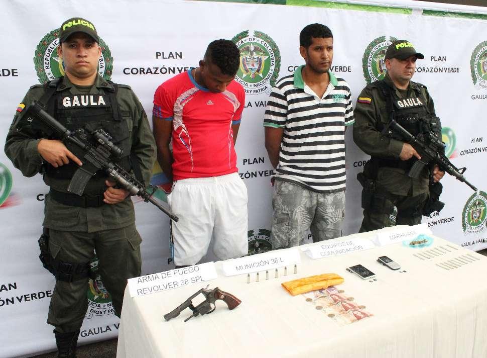 Capturan 4 presuntos extorsionistas en galería Santa Elena