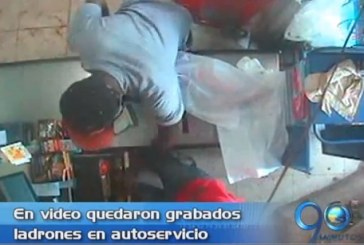En video quedó registrado robo a mini mercado en Cali